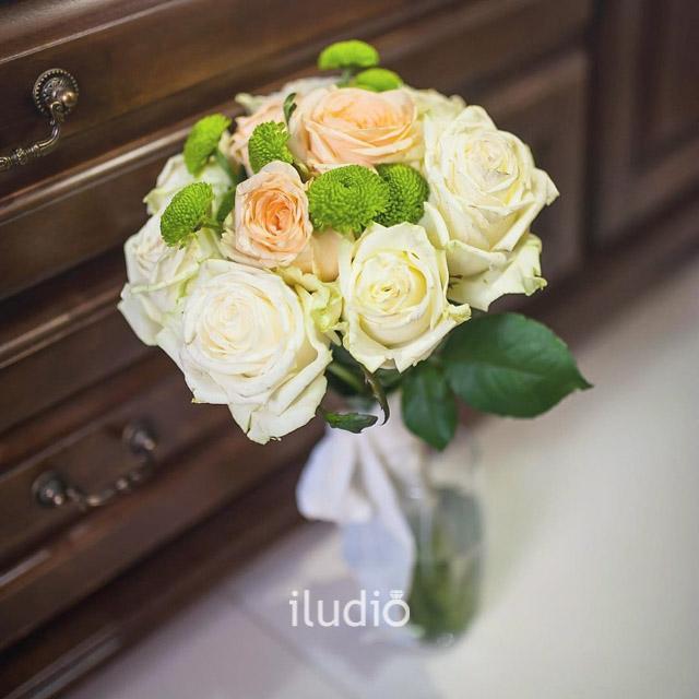 bqt10 peach and ivory rose bouquet